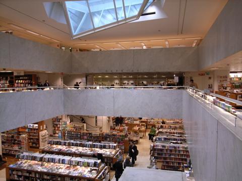 snow10a_bookstore02.jpg